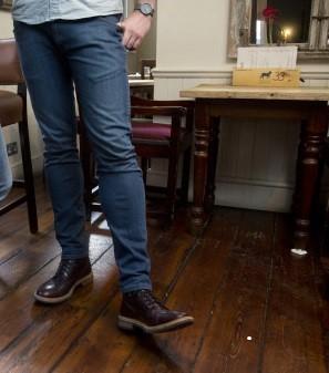 Mowa ciała nóg - pozycje stojące