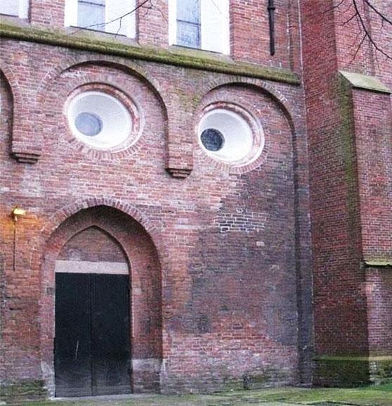 Pareidolia budynek buzia